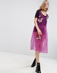 Сетчатое платье миди с присборенной юбкой и пайетками ASOS - Фиолетовый