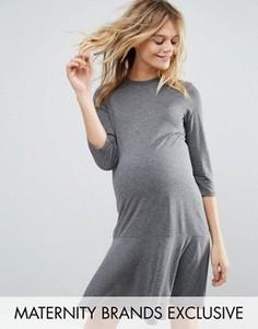 Трикотажное платье для беременных с рукавами 3/4 и баской Bluebelle Maternity - Серый