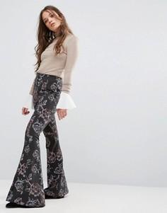 Расклешенные брюки с принтом Free People - Черный