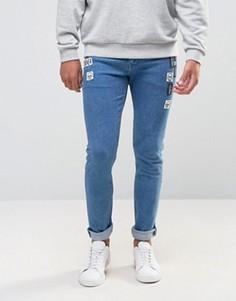 Ярко-синие супероблегающие джинсы с нашивками ASOS - Синий