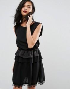 Платье с оборкой Minimum - Черный