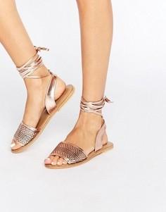 Кожаные сандалии с завязками на голени ASOS FLAIZ - Золотой