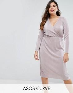 Плиссированное платье миди с запахом ASOS CURVE - Бежевый