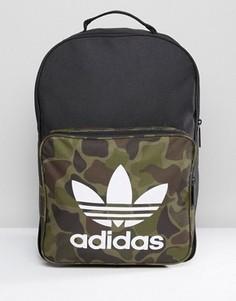 Классический рюкзак с камуфляжным принтом adidas Originals BK7214 - Черный