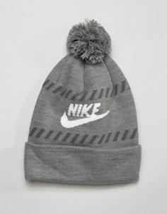 Серая шапка-бини с логотипом и помпоном Nike 805950-091 - Серый