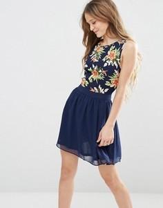 Короткое приталенное платье с цветочным принтом на лифе Madam Rage - Темно-синий