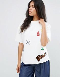 Свободная футболка с вышитыми нашивками Liquorish - Белый