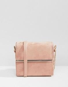 Сумка-футляр через плечо с металлической отделкой New Look - Розовый