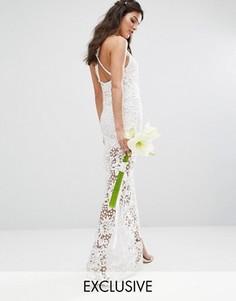 Кружевное платье макси с перекрестными бретельками на спине Bodyfrock Bridal - Белый