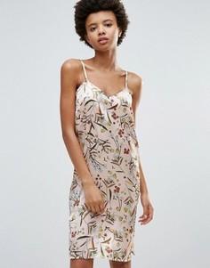 Атласное платье-комбинация с цветочным принтом Influence - Розовый