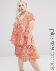 Платье с оборкой и абстрактным принтом Koko Plus - Розовый