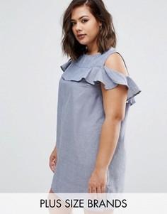 Платье из ткани шамбре с вырезами на плечах и рюшами AX Paris Plus - Синий