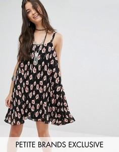 Плиссированное платье на бретельках с цветочным принтом Glamorous Petite - Мульти