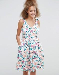 Короткое приталенное платье с цветочным принтом Sugarhill Boutique Isadora - Мульти