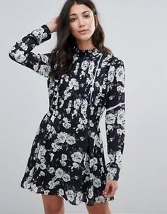 Короткое приталенное платье с высокой горловиной и складками Unique 21 - Черный