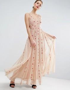 Приталенное платье макси из сетки в горошек со свободной юбкой ASOS - Бежевый