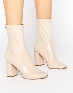 Лакированные полусапожки на каблуке New Look - Бежевый