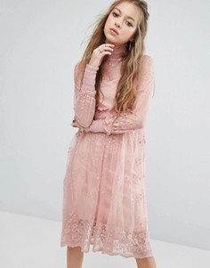 Кружевное платье миди с высокой горловиной Navy London - Розовый