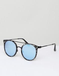Солнцезащитные очки в черной черепаховой оправе с голубыми зеркальными стеклами Quay Australia - Черный