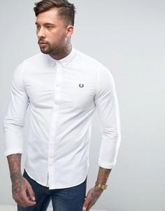 Белая приталенная рубашка со скрытой планкой Fred Perry - Белый