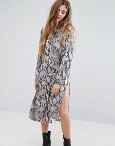 Платье-рубашка с принтом змеиной кожи QED London - Мульти
