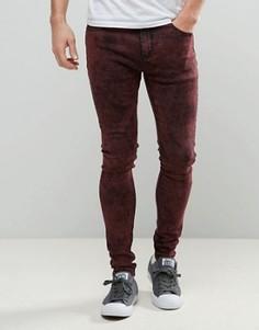 Красные суперзауженные джинсы с эффектом кислотной стирки Liquor & Poker - Красный