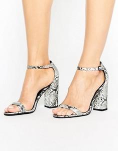 Серые сандалии на блочном каблуке со змеиным принтом Paper Dolls - Серебряный