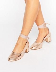 Туфли на каблуке с завязками KG Treacle - Розовый