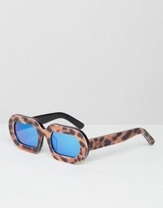 Солнцезащитные очки в леопардовой оправе с синими зеркальными стеклами House of Holland Eggy - Коричневый