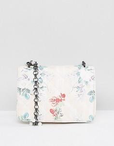 Стеганая сумка через плечо с цветочным принтом ASOS - Мульти