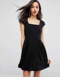 Короткое приталенное платье с короткими рукавами и прямоугольным вырезом BCBG - Черный