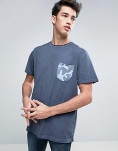 Футболка с контрастным камуфляжным карманом Redefined Rebel - Темно-синий
