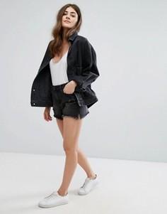 Джинсовые шорты с эффектом поношенности и необработанным краем New Look - Черный