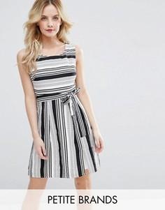 Короткое приталенное платье в полоску Yumi Petite - Черный