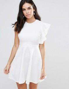 Короткое приталенное платье на одно плечо с оборками Club L - Белый
