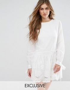 Свободное платье с вышивкой ришелье и завязками на рукавах Missguided - Белый