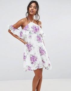 Свободное платье с открытыми плечами и рюшами Boohoo - Мульти