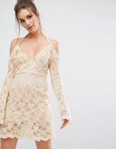 Платье с открытыми плечами и кружевным верхним слоем Missguided - Бежевый