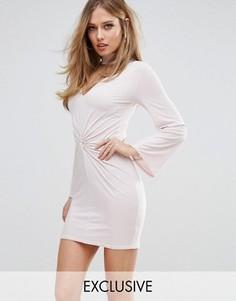 Платье мини с горловиной-чокером и перекрутом спереди Club L - Розовый