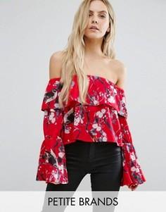 Топ с открытыми плечами и цветочным принтом Missguided Petite - Красный