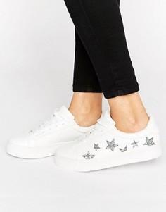 Кроссовки на шнуровке со звездами New Look - Белый