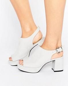Сандалии на низком блочном каблуке Truffle Collection - Серый