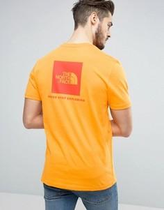 Оранжевая футболка с логотипом в красном квадрате сзади The North Face - Оранжевый