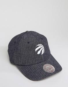 Двусторонняя джинсовая кепка с регулируемой застежкой Mitchell & Ness Toronto Raptors - Серый
