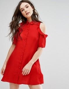 Платье-рубашка с открытыми плечами и оборками QED London - Красный