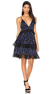 Обегающее сверху и плиссированное от пояса платье - KENDALL + KYLIE