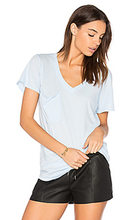 Легковесная футболка из джерси с v-вырезом и карманом - Bobi