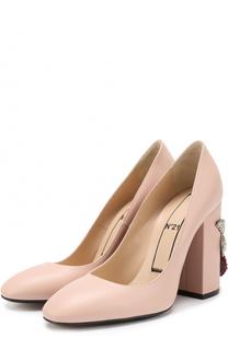 Кожаные туфли на каблуке с декором No. 21