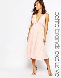Приталенное платье миди с глубоким вырезом True Decadence Petite - Розовый