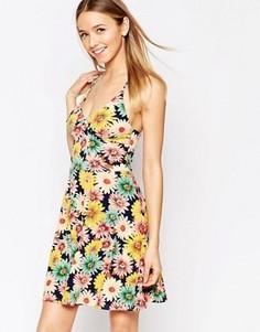 Приталенное платье с цветочным принтом и бретельками Club L - Темно-синий